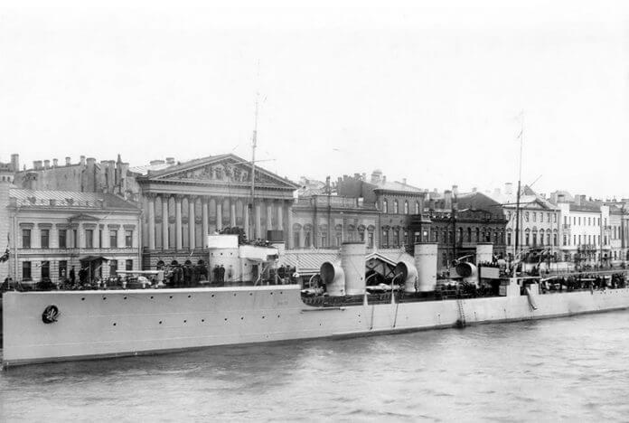1 августа 1910 года на Путиловской верфи в г. Санкт-Петербурге заложен эскадренный миноносец Новик