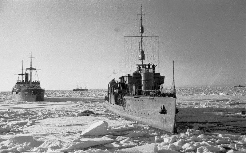 1 августа 1936 года начался первый переход военных кораблей по Северному морскому пути.