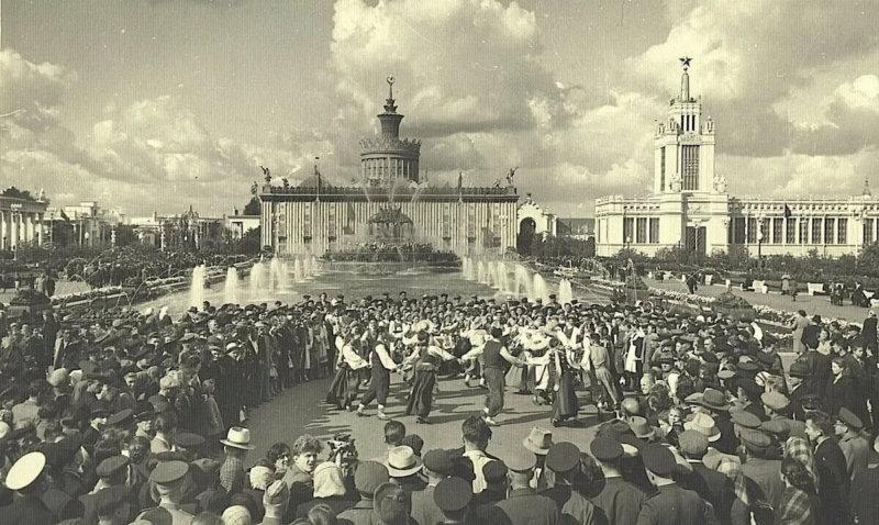 1 августа 1939 года состоялось открытие Всесоюзной сельскохозяйственной выставки (ВСХВ), позже переименованной в ВДНХ