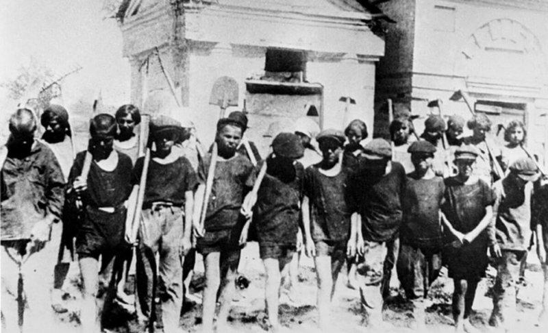 17 июля 1929 года СНК РСФСР принял постановление помещать нарушителей в возрасте от 14 до 16 лет в трудовые дома НКВД СССР для несовершеннолетних