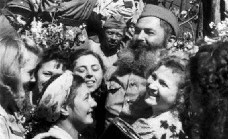 17 июля 1945 года москвичи на перроне Рижского вокзала встречали демобилизованных воинов