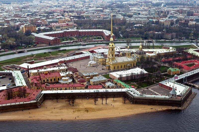 1748 - На 122,5 метра взлетел над Невой золотой шпиль колокольни Петропавловского собора
