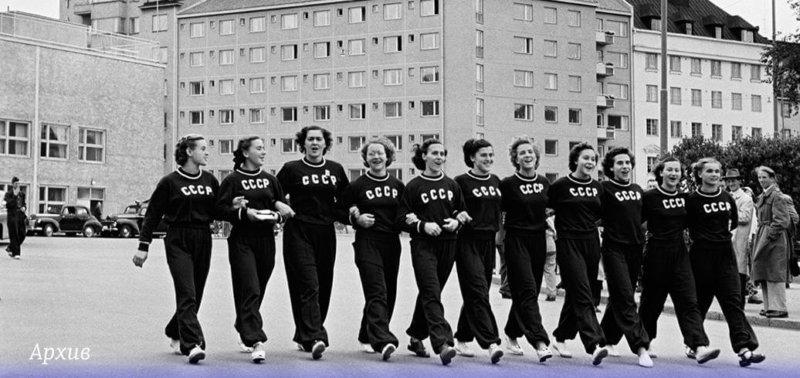 19 июля 1952 года советские спортсмены впервые приняли участие в Олимпийских играх. Они завоевали 71 олимпийскую медаль и установили 13 олимпийских рекордов, в том числе 3 мировых