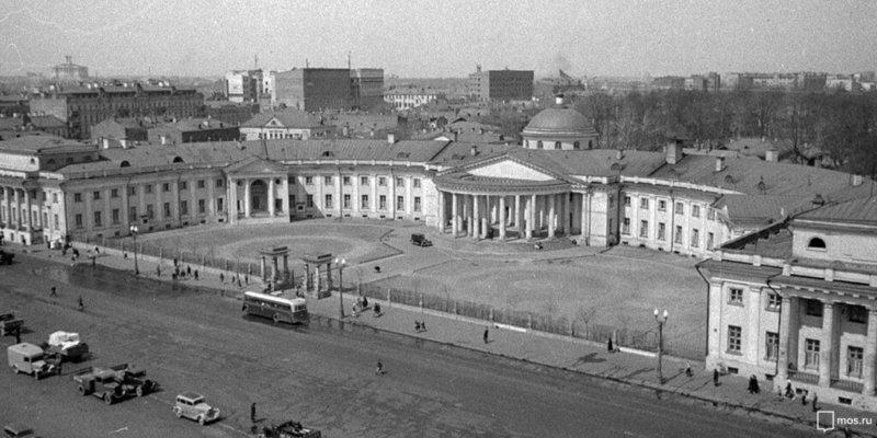 1923 - В день пятилетия советского здравоохранения, декретом СНК на базе больницы графа Н.П. Шереметьева
