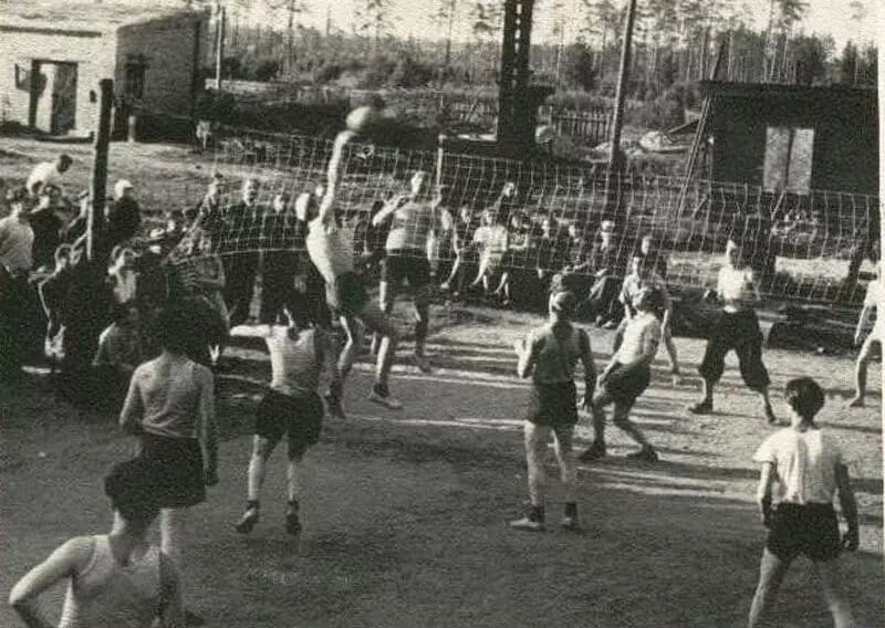 1923 - В Москве состоялся первый в СССР волейбольный матч