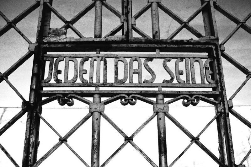 1937 - В окрестностях Веймара открывается концентрационный лагерь Бухенвальд