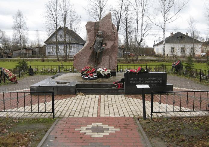 1941 - На железнодорожной станции Лычково