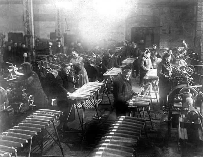 1941 - Начато производство противопехотных мин на бывших парфюмерных фабриках Ленинграда