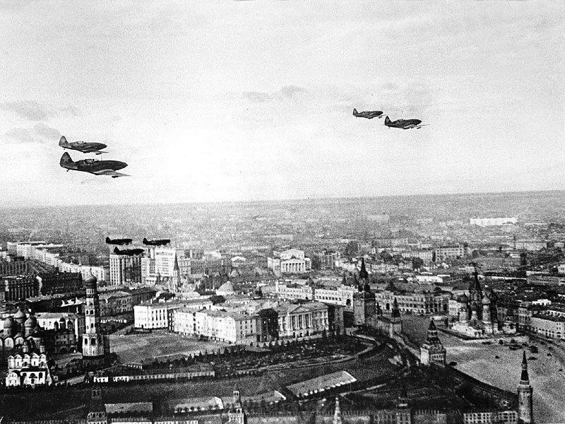 1941 - Первый массированный налет на Москву