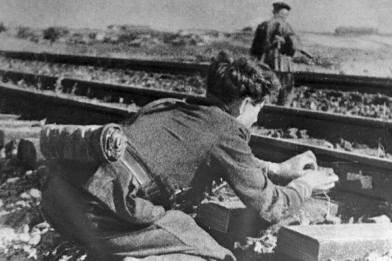 1943 - На оккупированной фашистами территории СССР началась партизанская операция советских партизан