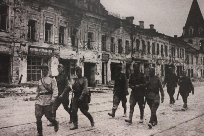23 июля 1944 года войска 3-го Прибалтийского фронта в ходе Псковско-Островской наступательной операции освободили город Псков