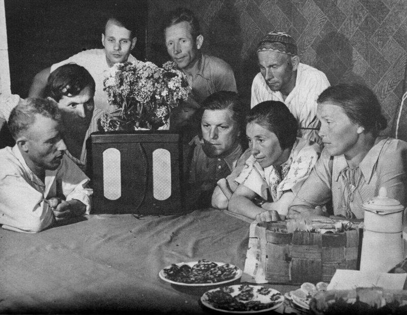 28 июля 1924 года Совнарком разрешил всем гражданам СССР иметь радиоприемники