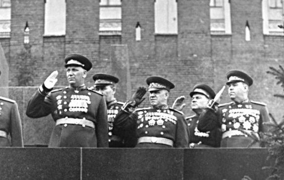 29 июля 1944 года Маршалы Советского Союза Конев, Жуков и Василевский удостоены звания Герой Советского Союза. У Жукова Золотая Звезда – вторая.