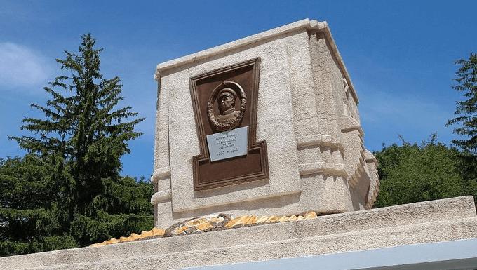 5 августа 1943 года при освобождении Белгорода погиб заместитель командующего Воронежским фронтом генерал армии И.Р. Апанасенко