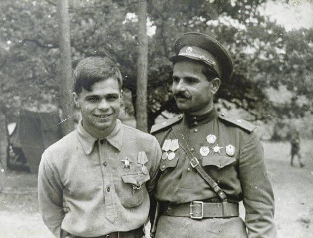 Комиссар Руднев С.В. и его сын Радик. 1943 год
