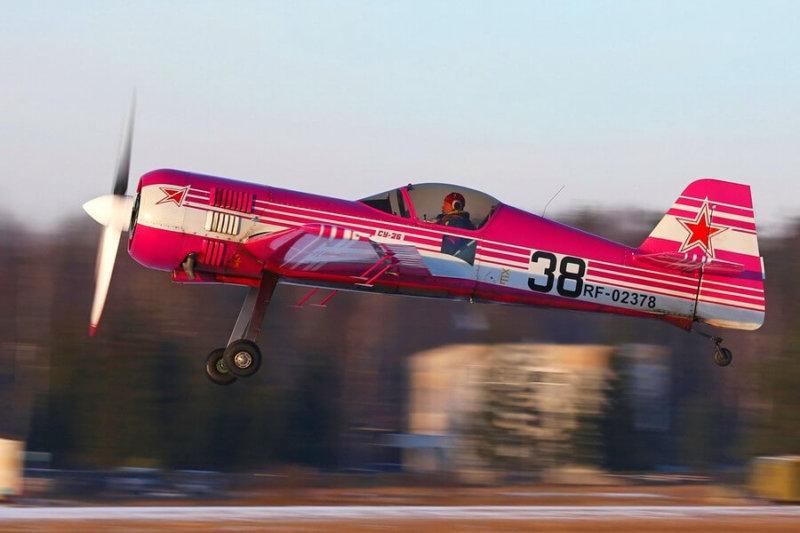 Спортивный самолет Су-26 совершил первый полет