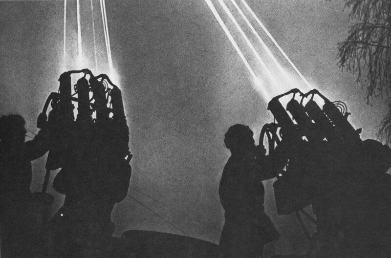 В ночь с 21 на 22 июля 1941 года был совершен первый налёт люфтваффе на Москву.