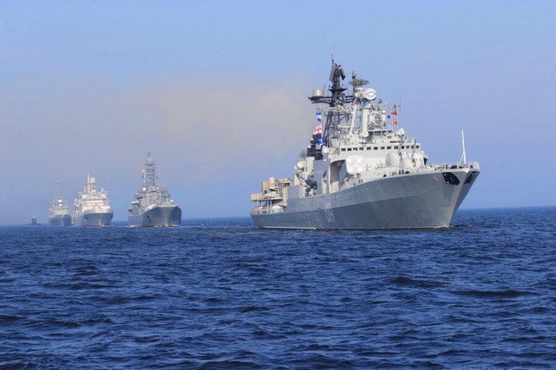 В Санкт-Петербурге прошел парад ко дню Военно-морского флота