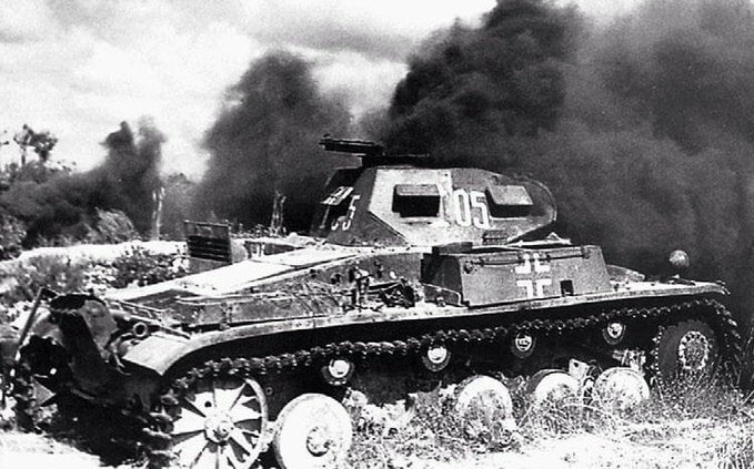 18 августа 1941 года танкисты Ященко и Устинов, выходя из окружения, захватили немецкий танк, разгромили на нем немецкий аэродром, а потом танк сожгли.