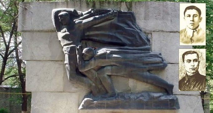 18 августа 1942 года у станицы Клетская комвзвода Покальчук и политрук Гутченко закрыли своими телами амбразуру огневой точки.