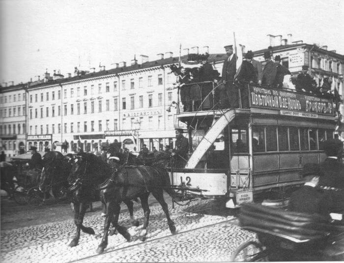 1863 - В Петербурге было открыто движение по первой линии конки от Невского проспекта к Стрелке Васильевского острова.