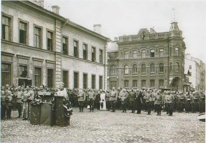 1914 - Указом Николая II Санкт-Петербург переименован в Петроград