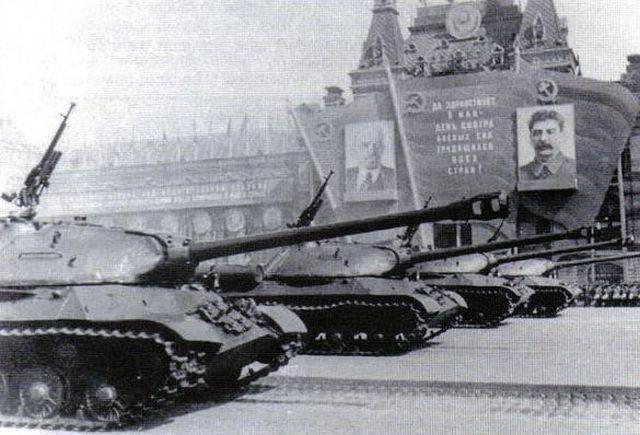 1946 - В соответствии с приказом министра Вооруженных Сил, в Москве на Красной площади был проведен парад-марш гвардейской танковой Кантемировской дивизии.