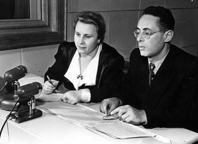 1959 - Старейшим дикторам Всесоюзного радио О.С. Высоцкой и Ю.Б. Левитану