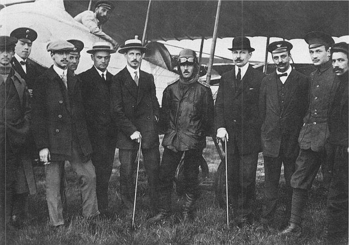 4 сентября 1914 года в соответствии с приказом Верховного Главнокомандующего из гражданского летно-технического состава школы Всероссийского аэроклуба был сформирован Особый авиационный отряд