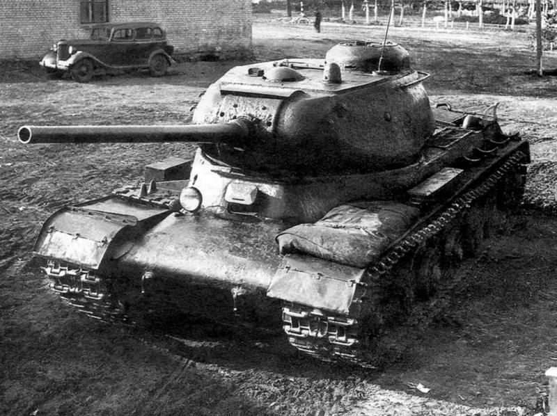 4 сентября 1943 года на вооружение Красной армии принят ИС-1 (ИС-85) с пушкой Д-5Т