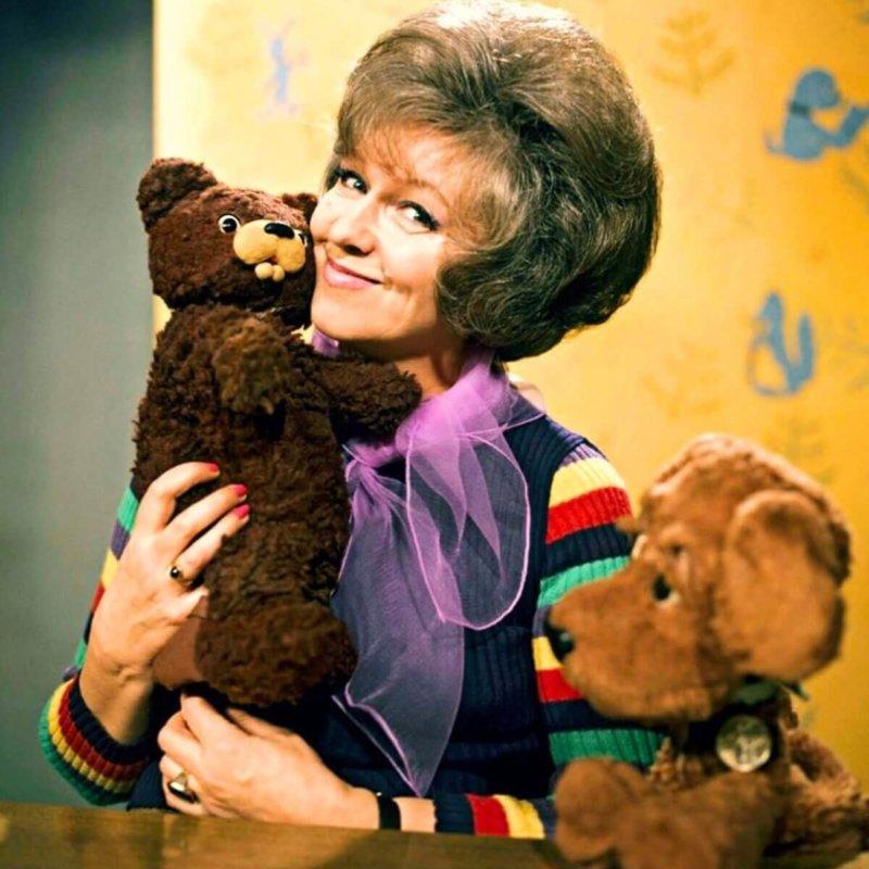 4 сентября 1976 года первое появление в эфире передачи В гостях у сказки с ведущей Валентиной Леонтьевой