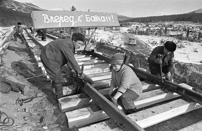 6 сентября 1974 года строительство Байкало-Амурской магистрали (БАМ), соединяющей Восточную Сибирь и Дальний Восток.