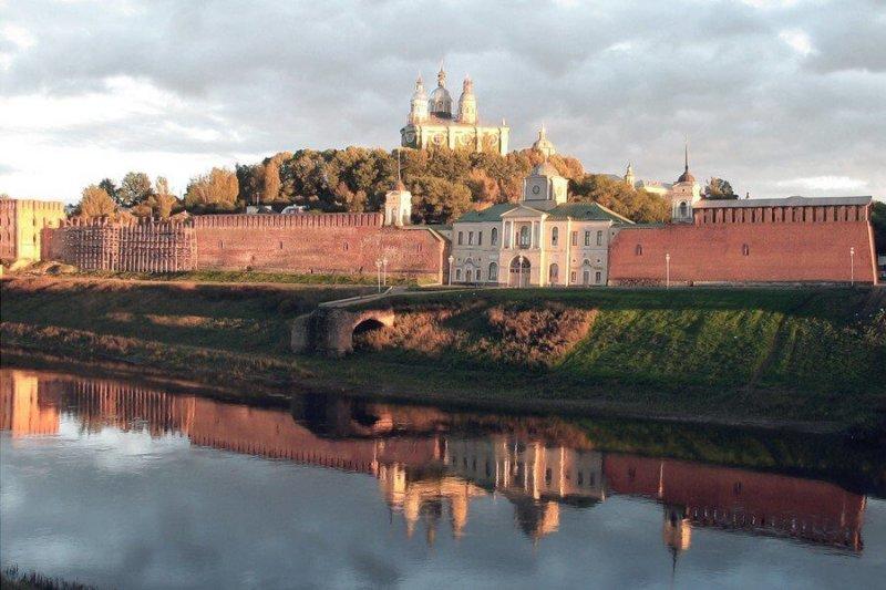 14 сентября 1522 года по договору, подписанному в Москве, поляки признали Смоленск за Россией