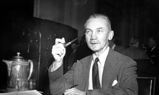 17 сентября 1947 года Д. Форрестол принес присягу как первый министр обороны США