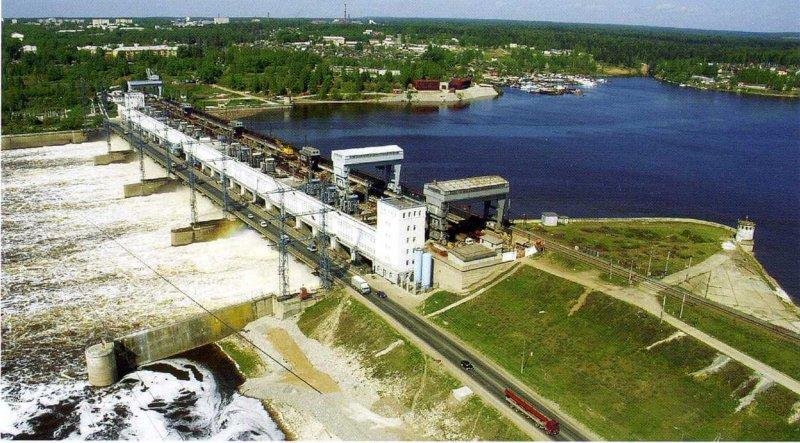 18 сентября 1954 года введена в строй Камская ГЭС.