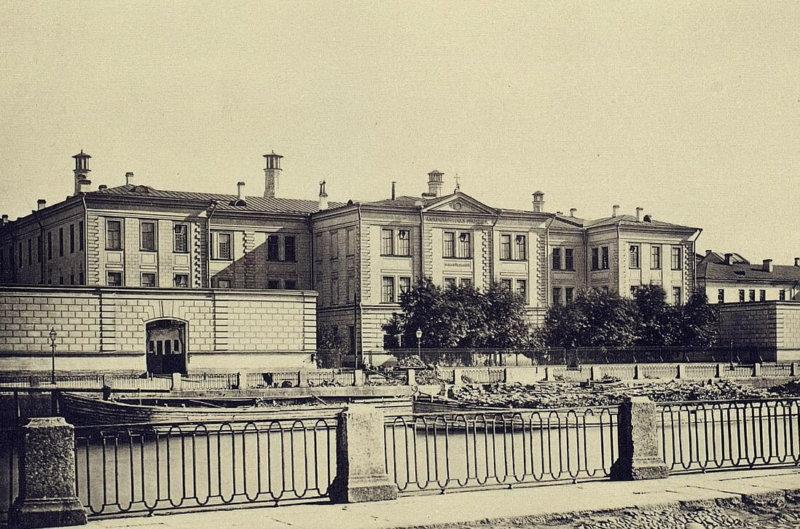 1861 - Петербургская городская дума в честь реформы освобождения крестьян от крепостной зависимости постановила учредить больницу для чернорабочих