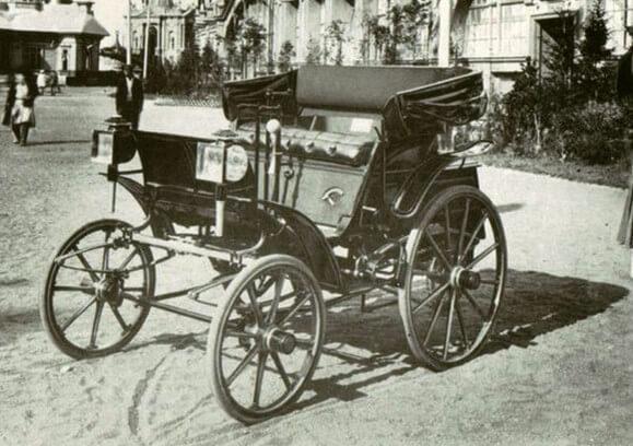 1896 - Городская дума Петербурга приняла решение об обложении всех механических экипажей налогом в 15 рублей в год.