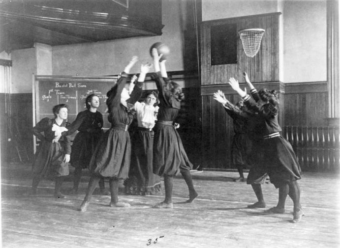 1896 - По инициативе Петра Францевича Лесгафта в Санкт-Петербурге открылись высшие курсы воспитательниц и руководительниц физического воспитания