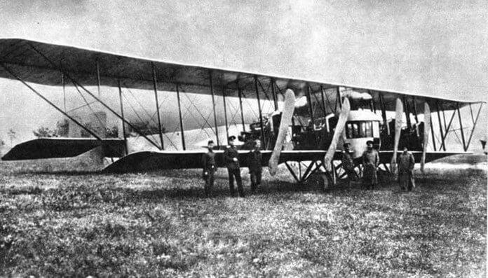 1916 - Во время Первой мировой войны экипаж тяжелого русского бомбардировщика