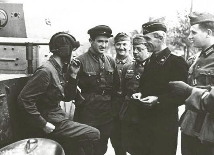 1939 - На второй день освободительного похода Красной Армии на Польшу передовой отряд 24-й танковой бригады вступил во Львов