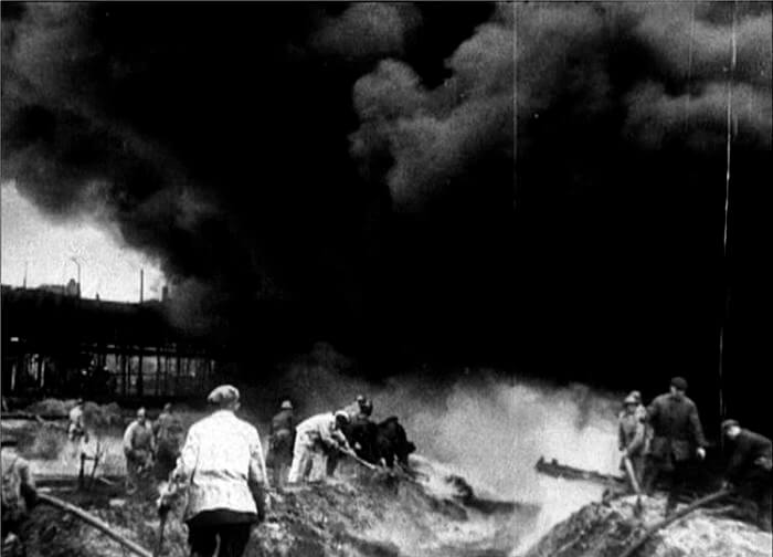 1941 - Пожаром уничтожен самый большой склад с продовольствием в Ленинграде - Бадаевский.