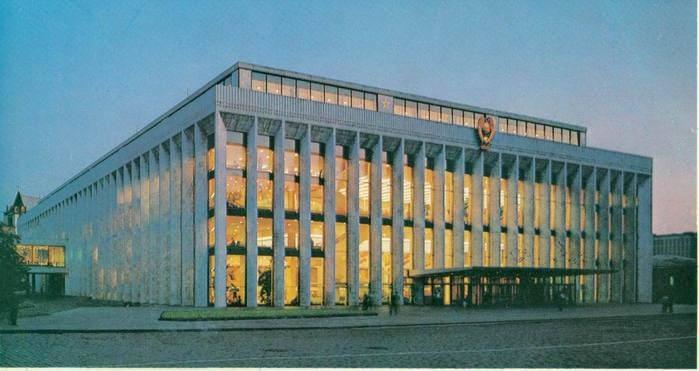 1961 - В Москве завершено строительство здания Кремлевского Дворца съездов, предназначенного для проведения общественно-политических и культурных мероприятий