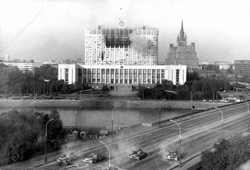 1993 - Противостояние Парламента и Президента в Москве перешло в вооруженное столкновение