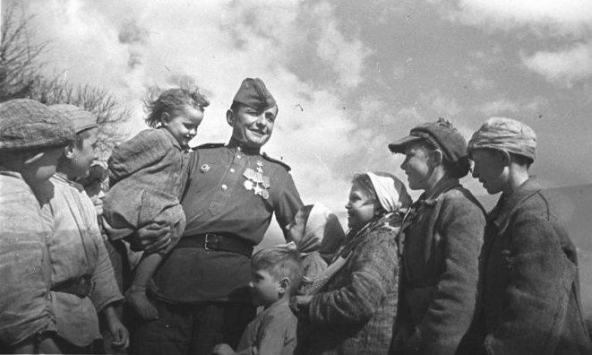 2 октября 1943 года завершилась Смоленская наступательная операция (операция Суворов). Освобождена Смоленская область и созданы условия для освобождения Белоруссии