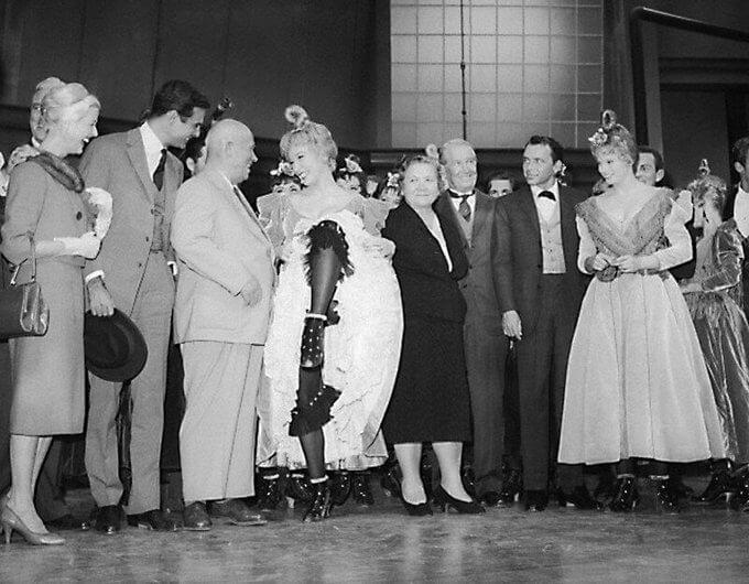 20 сентября 1959 года в Голливуде Хрущеву показали канкан, который ему не понравился - «У нас в СССР привыкли любоваться лицами актеров, а не задами».