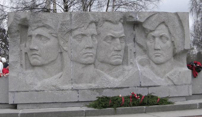 21 сентября 1941 года гарнизон советского дзота близ Петергофа (командир Юрий Никитин) после 2 суток яростного сопротивления взорвал себя и окруживших его немцев. Г