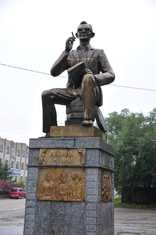 21 сентября в 2006 году памятник Леониду Гайдаю открыт в городе Свободном Амурской области, где в 1923 году родился кинорежиссер