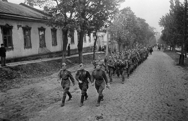 23 сентября 1943 года советские войска Степного (генерал армии И.С. Конев) и Воронежского (генерал армии Н.Ф. Ватутин) освободили от немцев Полтаву