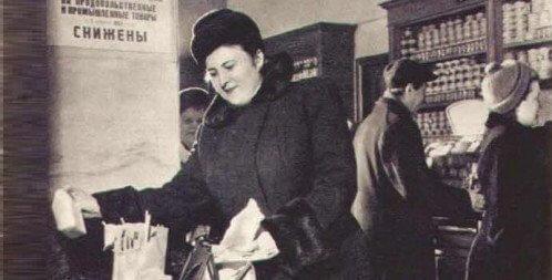 25 сентября 1935 года в СССР снижены цены на хлеб, отменены карточки на мясо, рыбу, сахар