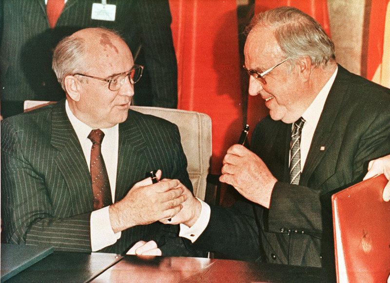 3 октября 1990 года по инициативе предателя М.С.Горбачёва и канцлера ФРГ Г.Коля состоялось объединение Германии на невыгодных для СССР условиях !